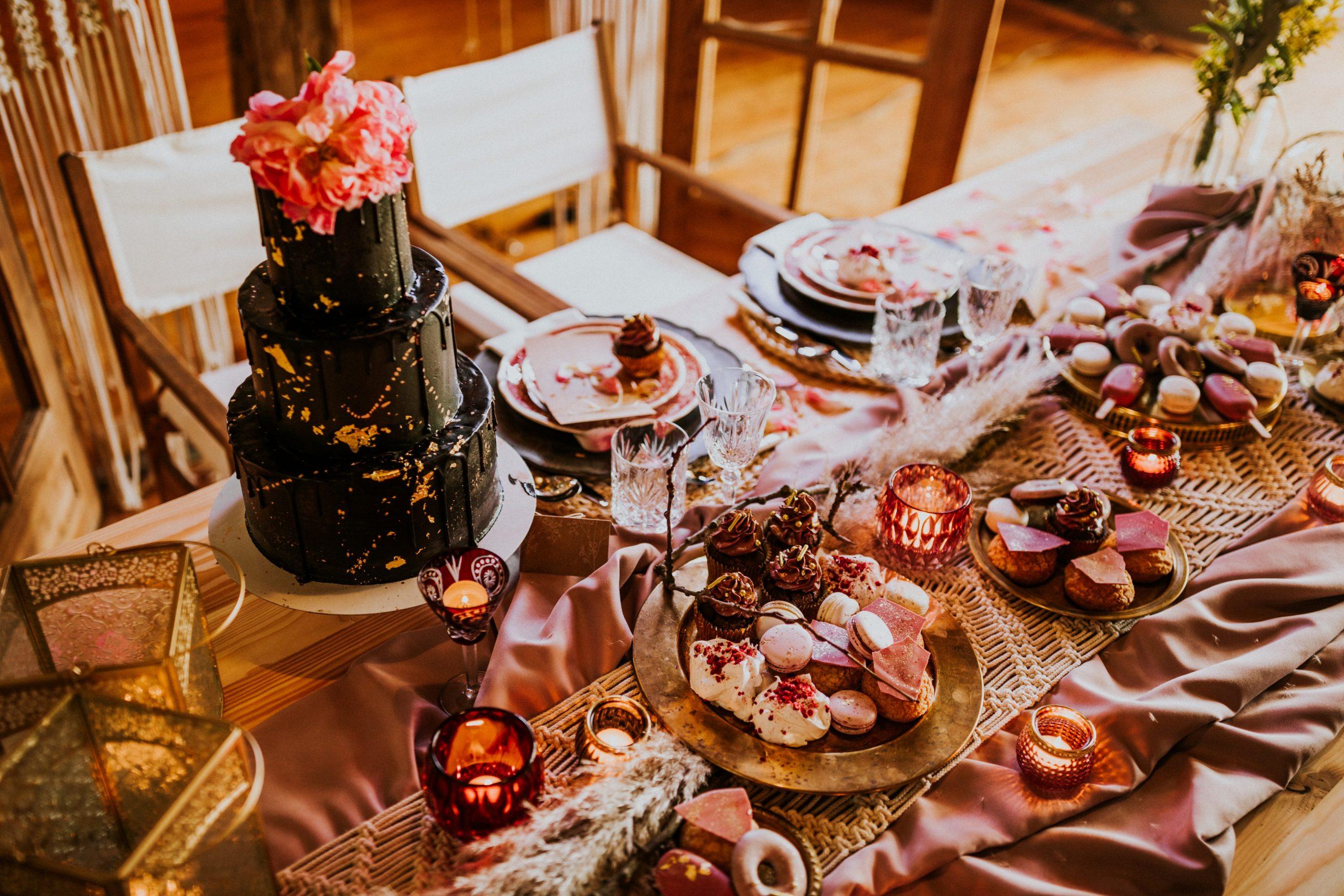 Catering na weselu w stodole.