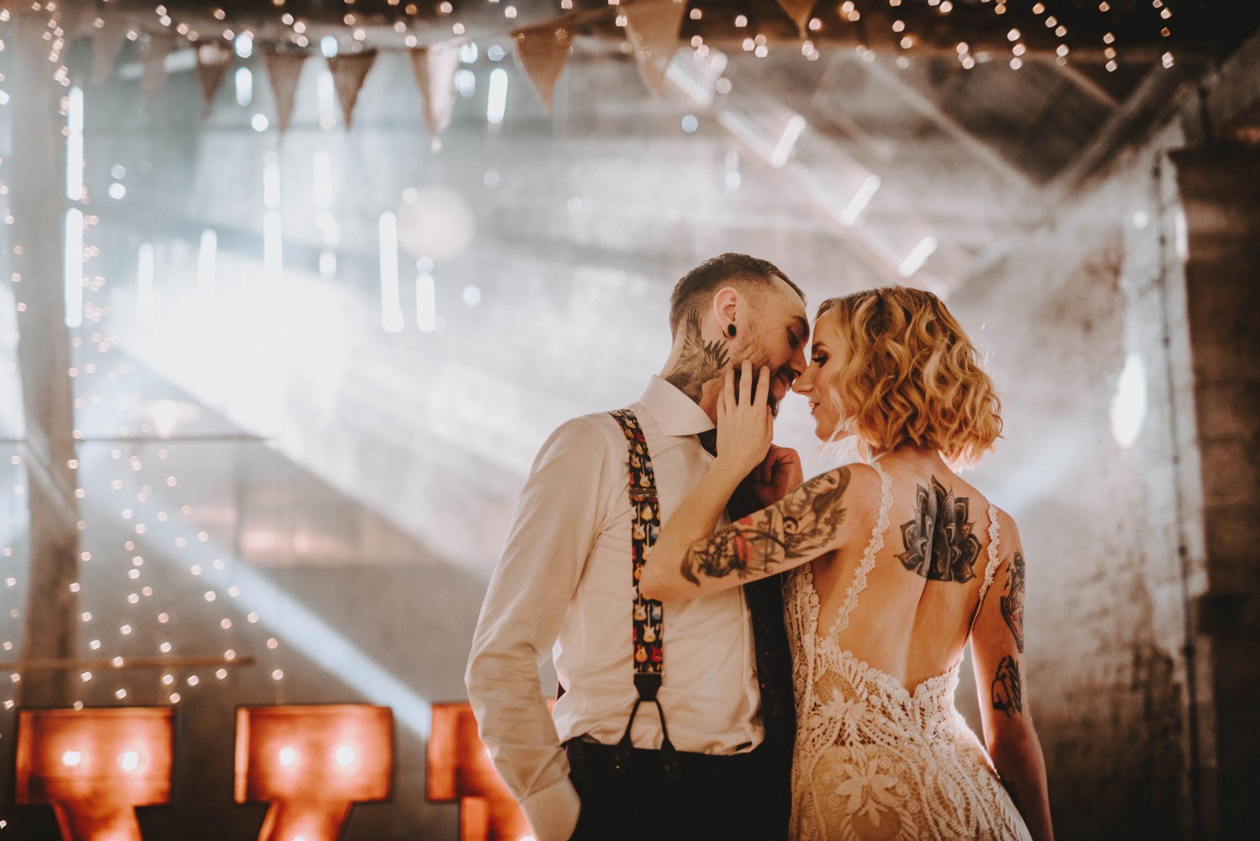 Zespół czy DJ? Czym się kierować przy wyborze oprawy muzycznej na wesele?